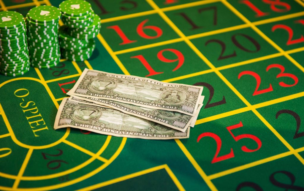 money_on_roulette_table